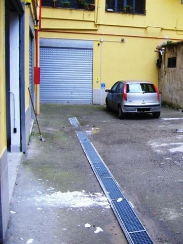 Garage box auto in vendita a torre del greco via molise for 4 case di garage per auto in vendita
