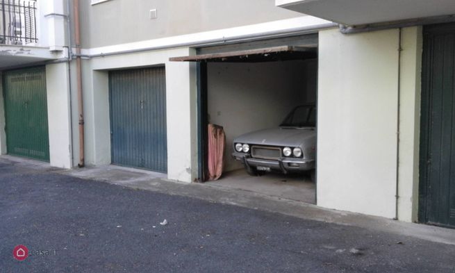 Garage box auto in vendita a diano marina via saponiera for 4 case di garage per auto in vendita