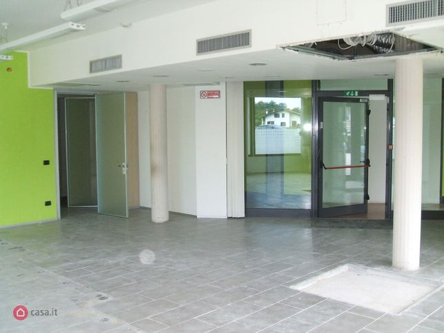 Locale commerciale in affitto a olgiate comasco 32387221 for Case in affitto arredate olgiate comasco