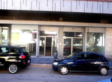 Locale commerciale in viale Crucioli 69 a Teramo su Casa.it
