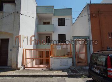 Casa indipendente in Viale Vito Rizzo a Cellino San Marco su Casa.it