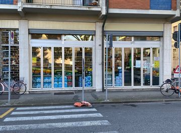 Negozio in Viale XXV Aprile 33 a Ferrara in zona Entro Mura