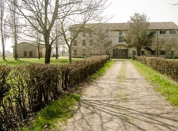 Rustici casali con giardino privato in vendita a reggio for Subito it reggio emilia arredamento