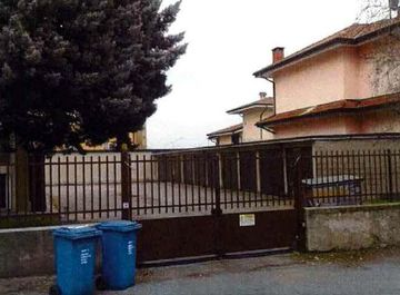 Garage/Box auto in Via Firenze, 1 a Bareggio su Casa.it