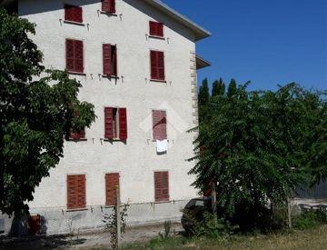 Trilocale in Vendita in strada provinciale 241 snc a Gualdo Tadino ...
