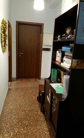Stanza in affitto a roma via veglia 32145016 for Stanza roma affitto