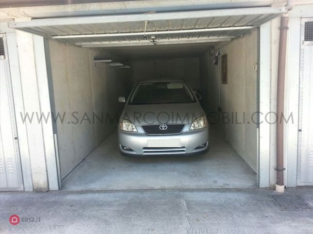 Garage box auto in vendita a lecco 31314103 for 4 case di garage per auto in vendita