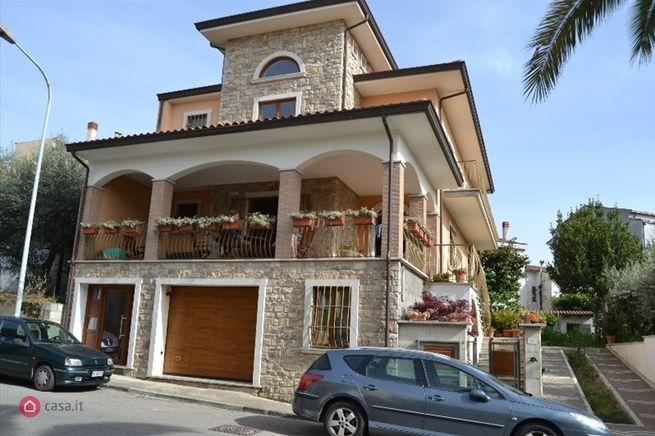 Casa indipendente in affitto San Giorgio del Sannio
