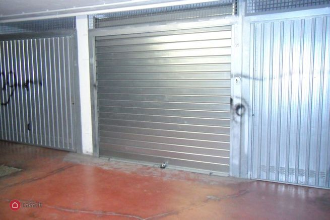 Garage box auto in vendita di 15mq a roma 32112937 for 4 case di garage per auto in vendita