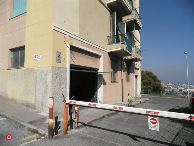 Garage box auto in vendita di 7mq a genova 34514684 for 4 case di garage per auto in vendita