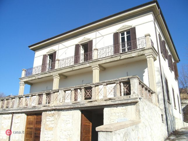 Villa in vendita , Pescina
