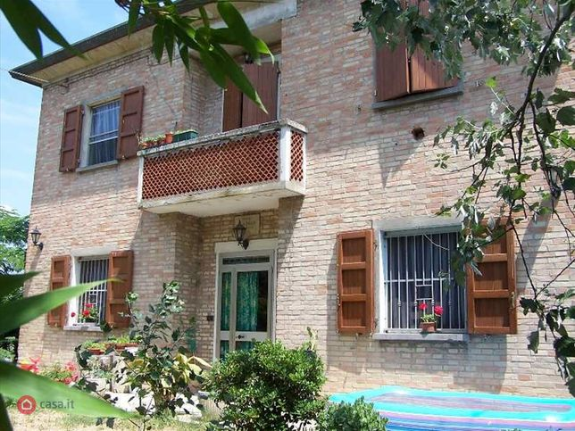 Casa indipendente in vendita a 5 Km dal centro, Alfonsine